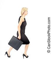 Eva nach rechts - Junge Frau mit Aktentasche läuft nach...