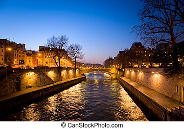 The picture is made in the evening on the Sena river in Paris