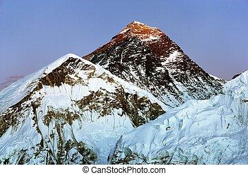 Evening view of Everest from Kala Patthar - trek to Everest base camp - Nepal