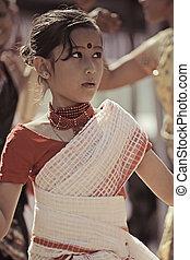 exécuter, traditionnel, bihu, bihu, tribus, danse, assamese