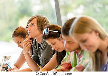 exame, alto-escola, pensando, estudante, adolescentes, classe