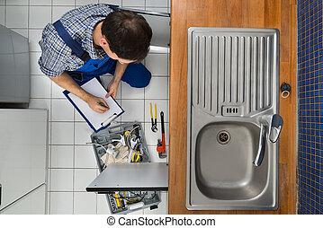 examinando, encanador, pia, cozinha