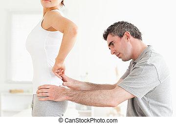 examinando, mulher, chiropractor, costas