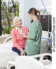 examinando, mulher, pressão, sangue, enfermeira, sênior