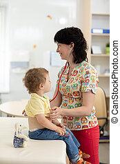 examinando, pequeno, criança, estetoscópio, doutor