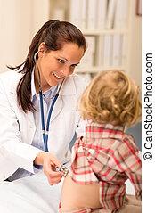 examinar, estetoscopio, pediatra, niña, niño