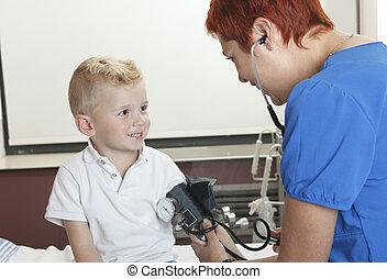 examinar, poco, doctor, lindo, niño