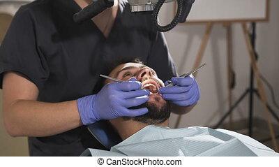 examine, aide, instruments, dentaire, malade, dentiste, dents, miroir.
