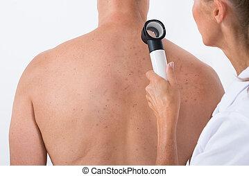 examiner, docteur, acné, dos, malade, peau