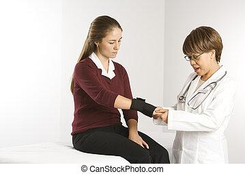 examiner, docteur, patient.