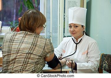examiner, femme, patient, docteur