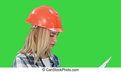 examiner, femme, plans, analyser, chroma, jeune, écran, projet, vert, key., joli, traite, conception, plan, ingénieur