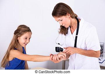 examiner, girl, peau, docteur féminin