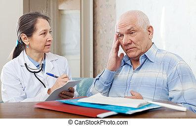 examiner, personne agee,  patient, docteur