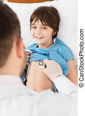 examiner, petit garçon, docteur, dos, stéthoscope, sourire, vue