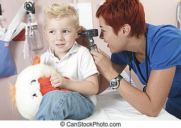 examiner, peu, docteur, mignon, garçon