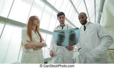 examiner, poumons, docteur, trois, confiant, instantané, rayon x