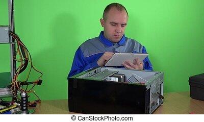 examiner, service, tablette, réparation, ordinateur pc, technicien, homme