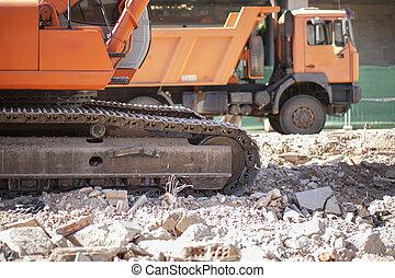 excavateur, décharge, piste, sur, décombres, débris, camion, chargements