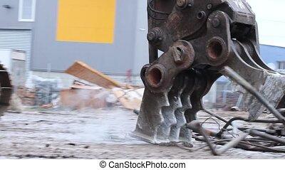 Excavator Wtih Hydraulic Pulverizer Handle Metal Waste