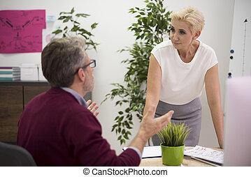 Exchange of arguments between two workers