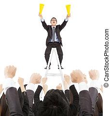 excité, homme affaires, crier, à, reussite, equipe affaires