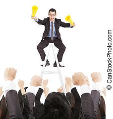 excité, homme affaires, hurlement, à, reussite, equipe affaires