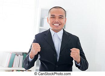 excitado, asiático, hombre de negocios, sudeste