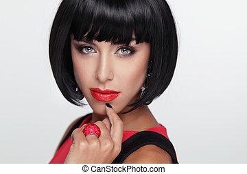 excitado, beleza, morena, mulher, com, vermelho, lips., makeup., elegante, fringe., pretas, cabelo curto, style., jewelry., moda, foto
