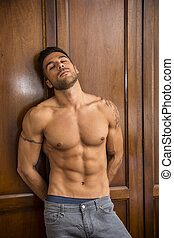 excitado, bonito, homem jovem, ficar, shirtless