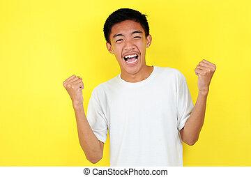excitado, expressar, celebrando, sucedido, gesture., asian tripulam, jovem, feliz, ganhar, amarela