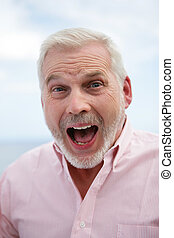 excitado, gray-haired, hombre