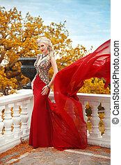 excitado, jovem, beleza, mulher, em, vibrar, vermelho, dress., elegante, adelgaçar, senhora, posar, ligado, a, sacada, com, balaústre, sobre, outono, parque, vista.