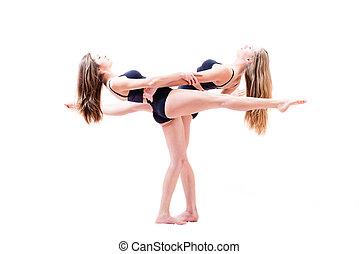 excitado, levantado, mulher segura, chão, atlético, mostrando, fundo branco, dois, flexível, bonito, ter, mãos, desempenho, menina, pernas, amigos, paralelo