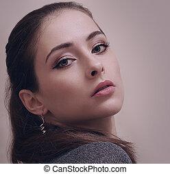 excitado, maquilagem, mulher olha, quentes, com, longo, lashes., closeup, retrato