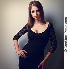 excitado, maquilagem, mulher, posar, em, moda, pretas, dress., closeup, retrato
