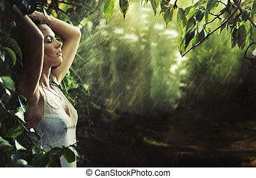 excitado, morena, adorável, floresta, chuva