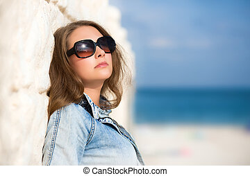 excitado, mulher, óculos de sol