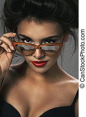 excitado, mulher, óculos de sol, langerie