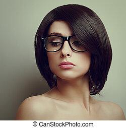 excitado, mulher bonita, com, cabelo curto, em, glasses., closeup, vindima, retrato