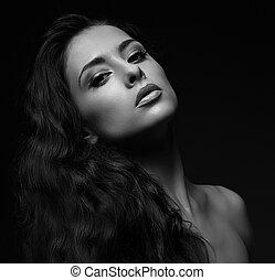 excitado, mulher, com, cabelo longo, looking., preto branco, retrato