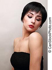 excitado, mulher, com, pretas, cabelo curto, styly, olhando baixo