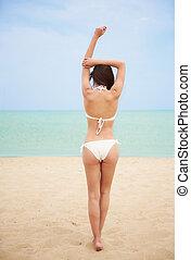 excitado, mulher, praia, vista traseira