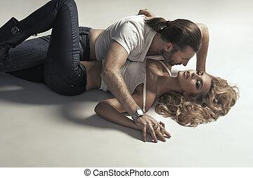 excitado, par, em, muito, sensual, pose