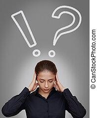 exclamação, cabeça, mulher, acima, negócio, pensando, difícil, pergunta, cinzento, experiência escura, marcas