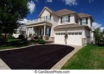 Exclusive Home - Well Landscaped Home In An Upscale...