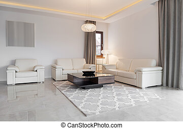 Exclusive sitting room - Cream leather couch in exclusive...