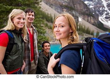 excursionismo, amigos, al aire libre