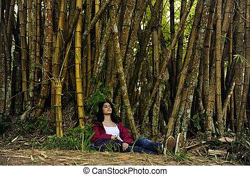 excursionista, bambú, ecotourism:, hembra, relajante, sombra