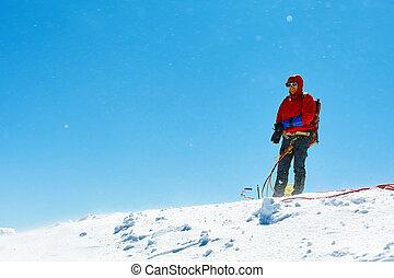 excursionista, en la cima de, un, pase